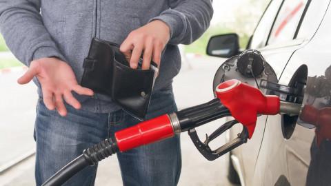 Бензин снова рекордно подорожал