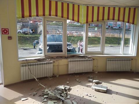 """""""Патриот"""" протаранил школу во Владивостоке"""