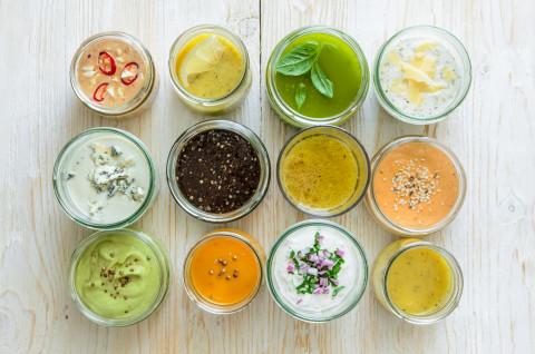 Самые необычные и основные заправки для салатов