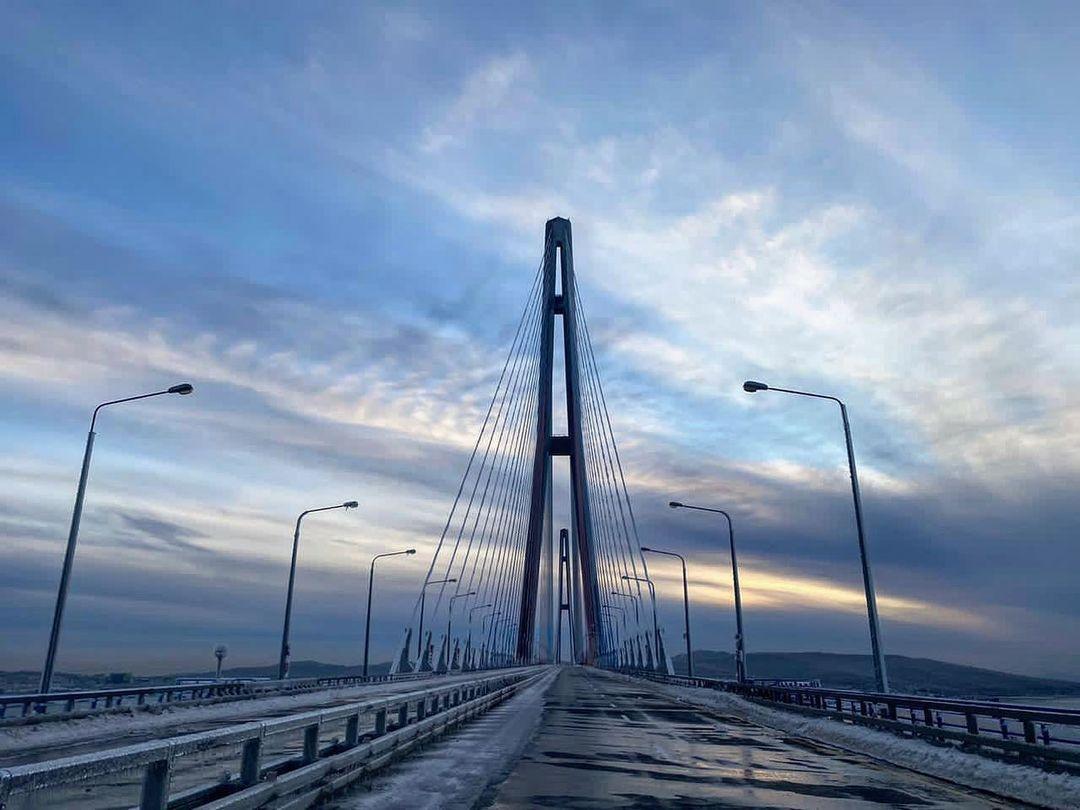 Мост на Русский остров могут открыть в 17 часов