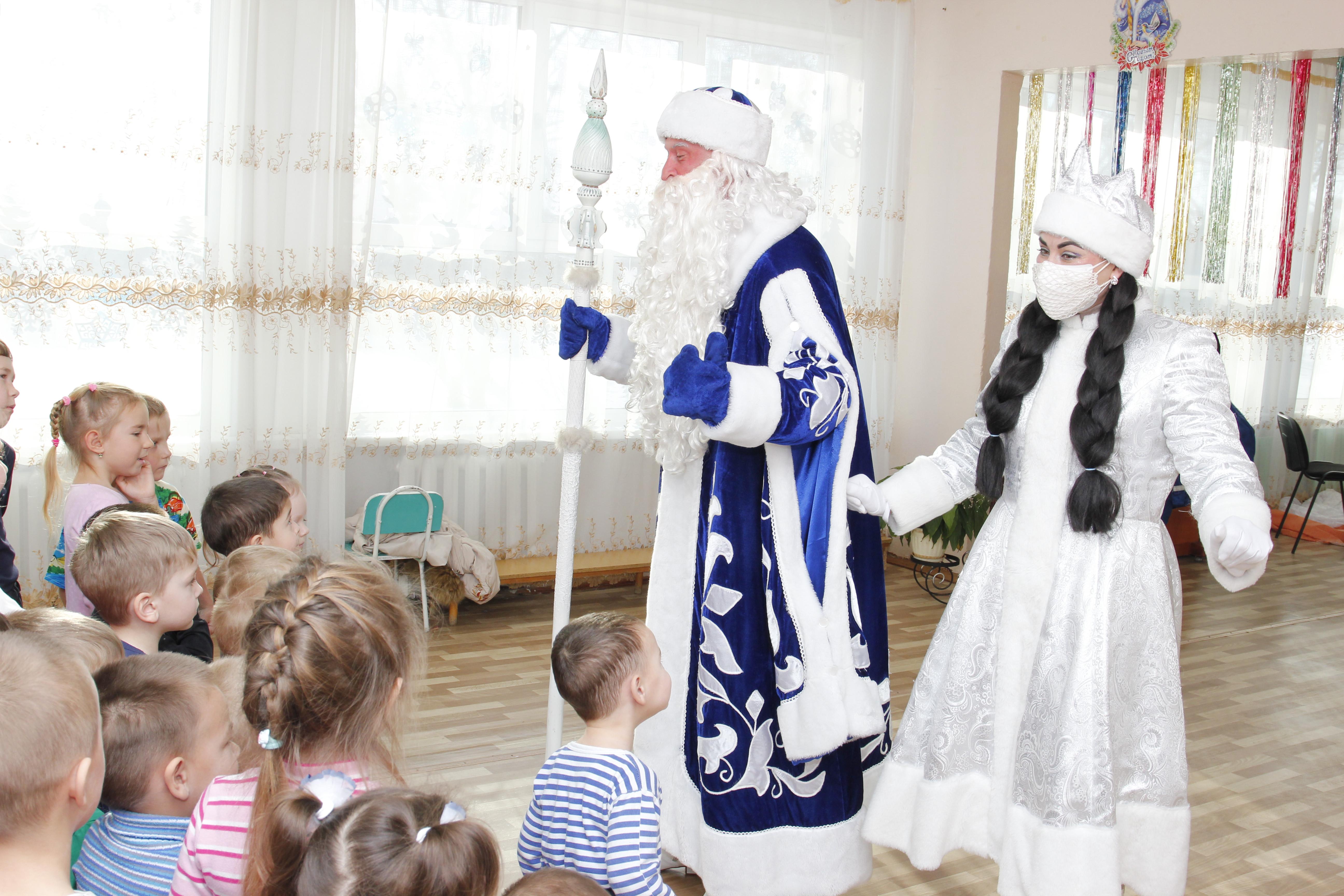 Детям, проходящим лечение в реабилитационном отделении в с. Астраханка, передали развивающие игры к Новому году