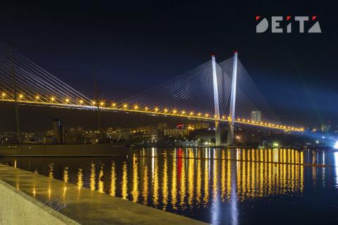 Две аварии блокировали Золотой мост во Владивостоке