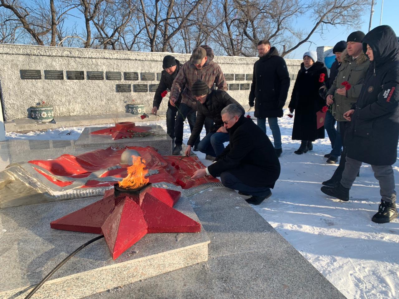 Кикбоксеры почтили память солдат в Приморье