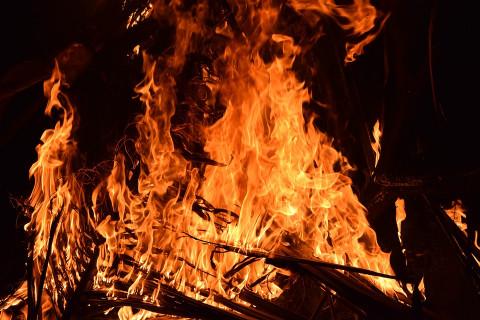 90-е возвращаются: машину уважаемого человека сожгли в Приморье