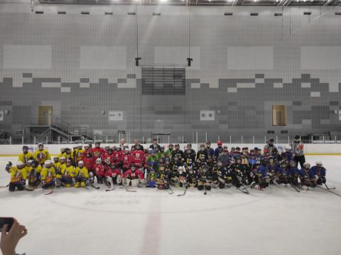 На призы «Единой России» играют детские хоккейные команды Приморья