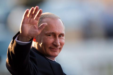 Путин объявил выходными дни с 1 по 11 мая