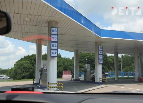Правительство отдало цены на бензин на съедение инфляции