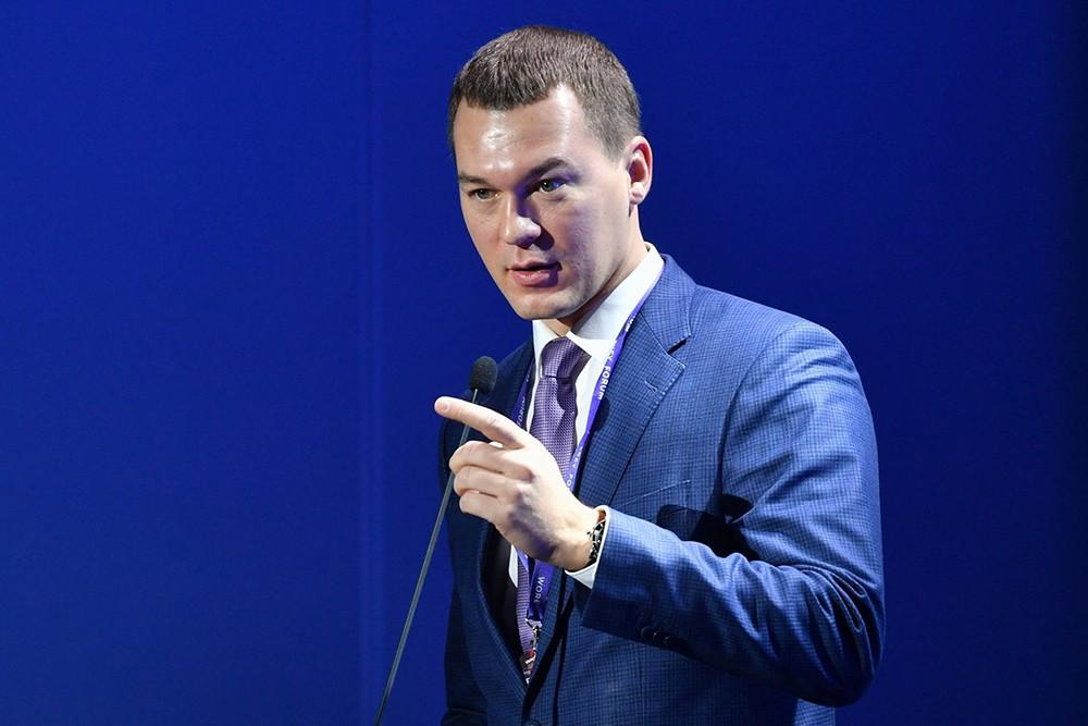 «Мне есть чем заняться»: Дегтярев отказался общаться с митингующими в Хабаровске