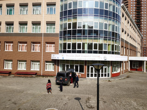 Полиция расследует инцидент с протаранившим школу Патриотом