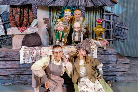 Новая версия Курочки Рябы: мудрую сказку о ценностях поставили в Театре кукол