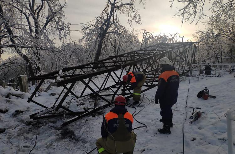 Почти 100 тысяч человек остаются без света в Приморье