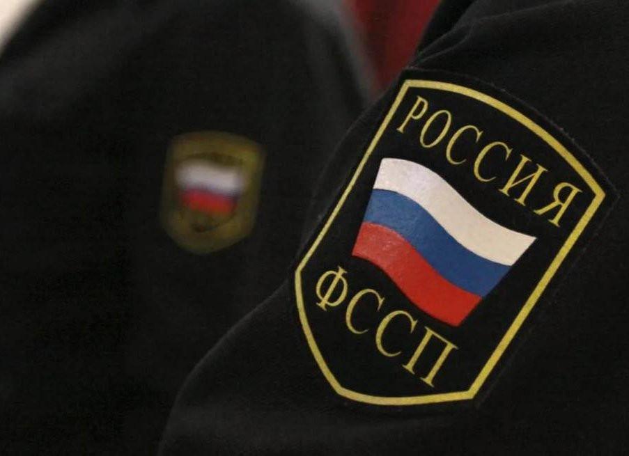 Половина россиян оказалась в списках судебных приставов