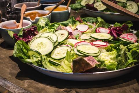 Шесть салатов, которые стоит приготовить на Новый год