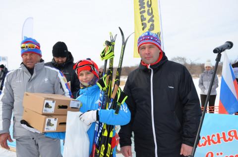 Юной лыжнице из Приморья передали новое снаряжение для участия во всероссийских соревнованиях