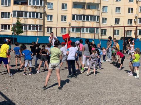 Чемпион провел зарядку и эстафету для детей Уссурийска
