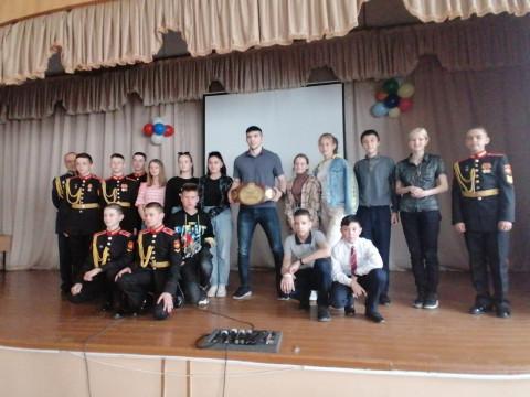 Обладатель Кубка России встретился с детьми в Камень-Рыболове