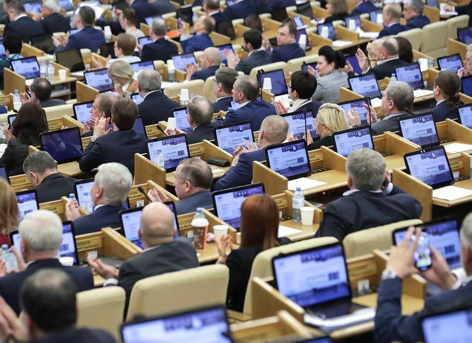 Российские депутаты устроили драку на заседании