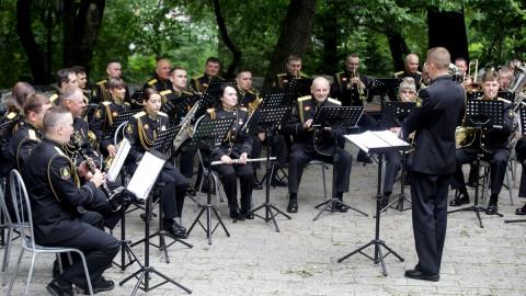 Оркестр ТОФ сыграл песни военных лет во Владивостоке