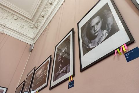 Фотоработы молодых показывают в картинной галерее