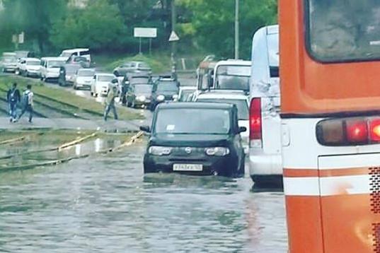 Автомобилисты не должны забывать об этом в дождь