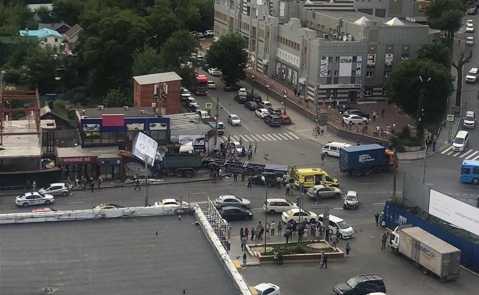 Страшное ДТП с участием самосвала произошло во Владивостоке