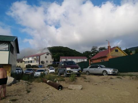 Передел: популярная база отдыха полыхает в Приморье