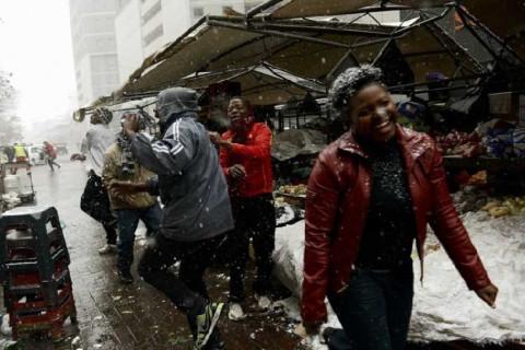 Веселых негров заметает снегом: небывалые морозы пришли в Африку