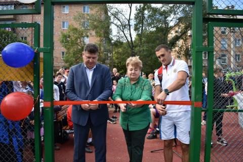 Новую спортивную площадку открыл чемпион мира в Приморье