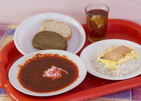 В российских школах проверят еду после массовых отравлений