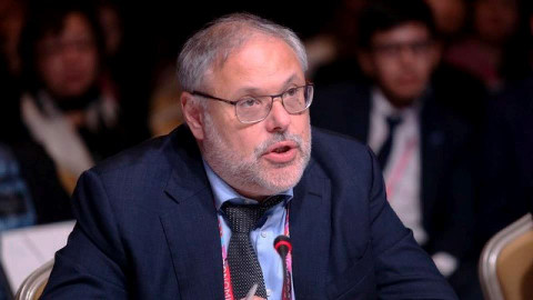 «Что вам ещё нужно от Путина?»: Хазин оценил слова президента