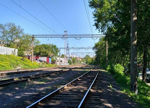 Полицейские спасли ребенка на железной дороге