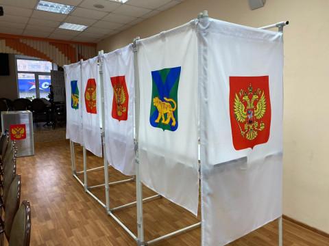 Губернатор Приморья Олег Кожемяко принял участие в голосовании по поводу поправок в Конституцию