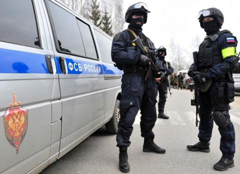 Люди в черном в центре Владивостока озадачили очевидцев