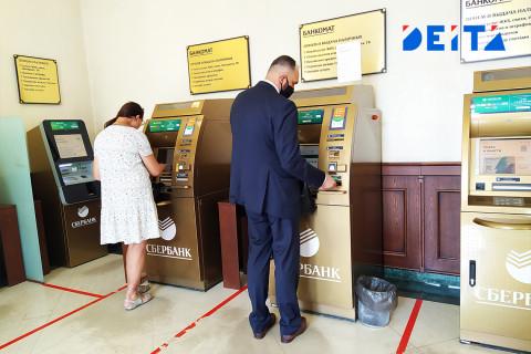 Россиян предупредили о сокращении числа банкоматов