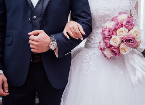 Молодые россияне захотели брачный контракт