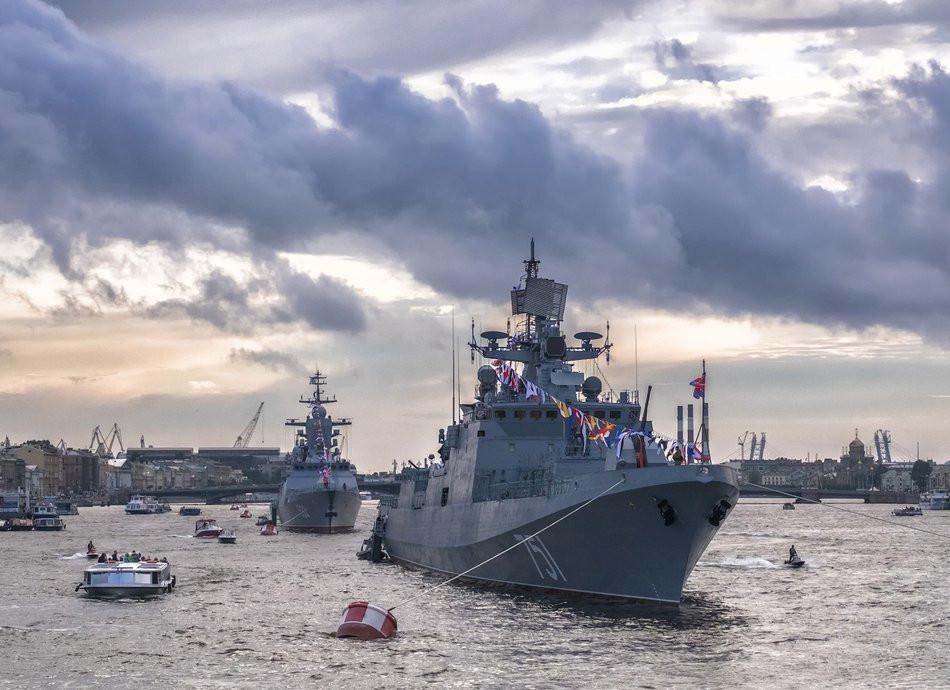 Зонтики могут понадобиться приморцам в День ВМФ