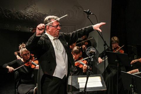 Оркестры едут в край: филармония, сентябрь, кругосветка, рок-хиты