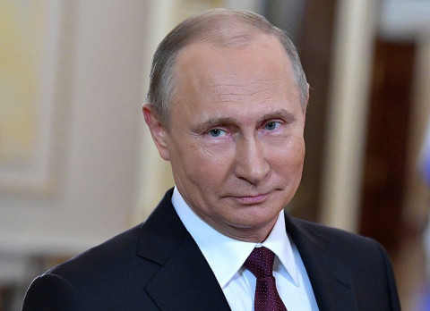 Путин пообещал повысить зарплату для учителей