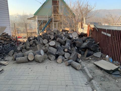 Тепло с доставкой: жители Находки бесплатно получают дрова от НЗМУ