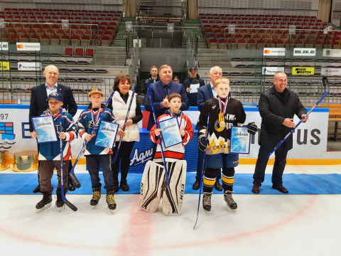 VII Краевой турнир по хоккею среди детских дворовых команд на призы «Единой России» состоялся во Владивостоке