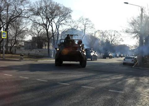Большая переброска: 500 единиц военной техники пронеслись по Приморью