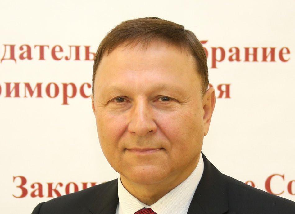 Председатель Законодательного Собрания Приморья Александр Ролик поздравляет с Днем ВМФ