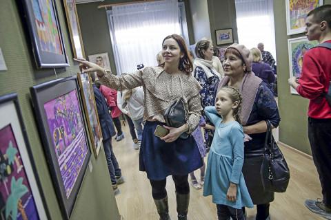 Работы из фонда Детского музейного центра украшают Владивосток