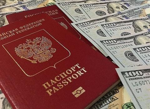 У российских должников предложили отбирать загранпаспорта