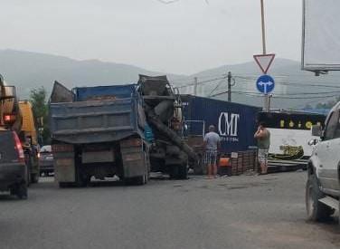 Массовое ДТП с грузовиками поразило приморцев