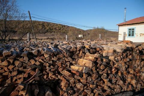 Жители частного сектора Находки получают дрова с доставкой «до двери»