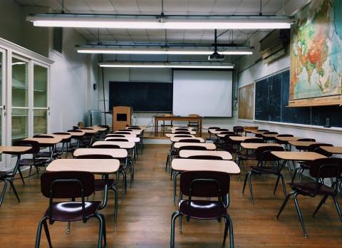 Рособрнадзор озвучил порядок перевода школ на дистанционное обучение