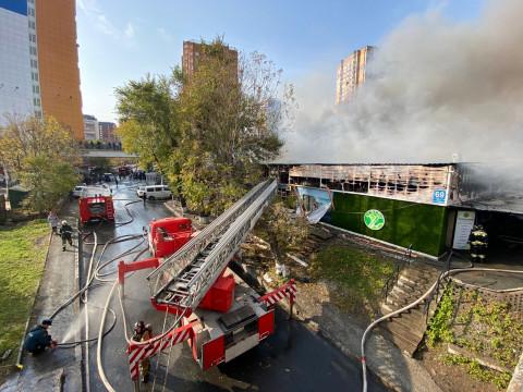 Мэрия будет разбираться с последствиями пожара на рынке во Владивостоке
