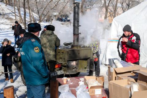 Полевые кухни продолжают работать во Владивостоке