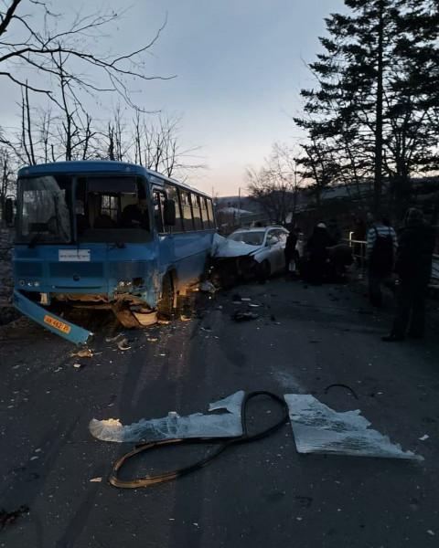 Пьяные малолетки на Лексусе снесли пассажирский автобус